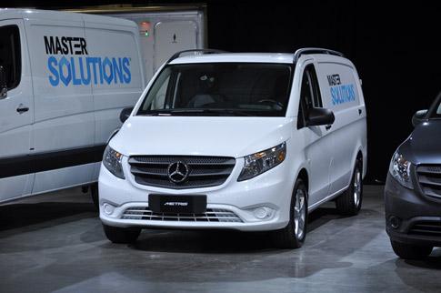Mercedes benz construye nueva planta para sus sprinter for Mercedes benz vans charleston